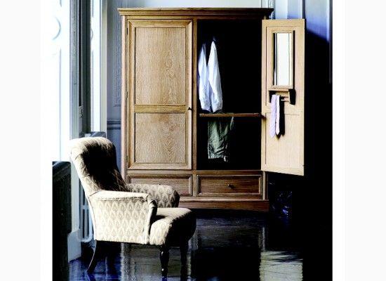Dřevěná šatní skřín ve stylu antik decor
