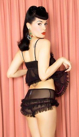 Le Shorty rétro Tutu | LINGERIE RETRO PIN UP ATTITUDE : Froufous et fringes en tulle à foisons cousus de fil rose sexy composent ce shorty noir transparent unique de style burlesque.  http://www.pinupattitude.com/gamme.htm?products_name=Le+Shorty%20r%E9tro%20Tutu_id=17#  #lingerie #sousvetements #underwear #bas #vintage #oldschool #rock #shopping #retro #50s #60s #rockabilly #sexy #glamour #pinup #burlesque