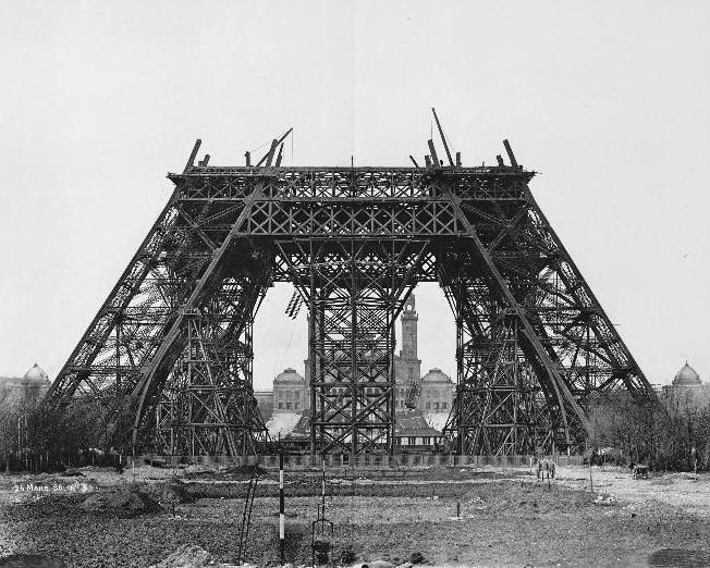 Incredible Photos Of Some Of The World's Most Famous Structures Being Built!