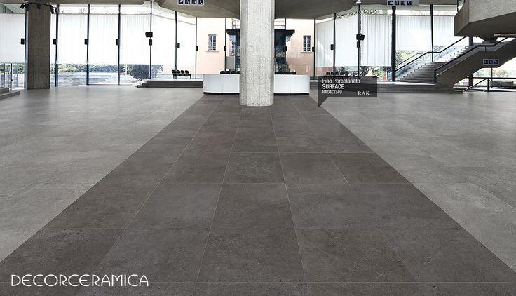 Innova con el estilo versátil del cemento. El concepto minimalista, grabado con Impresión Digital, del piso en porcelanato Surface SP es el ejemplo de un diseño que fue pensado para acoplarse con cualquier modelo de interiorismo que tengas en tu hogar... Leer más. bit.ly/1e7BYXV #ideasdecor #decorceramica #interiorismo #porcelanato #remodelacion #diseñodeinteriores #rak