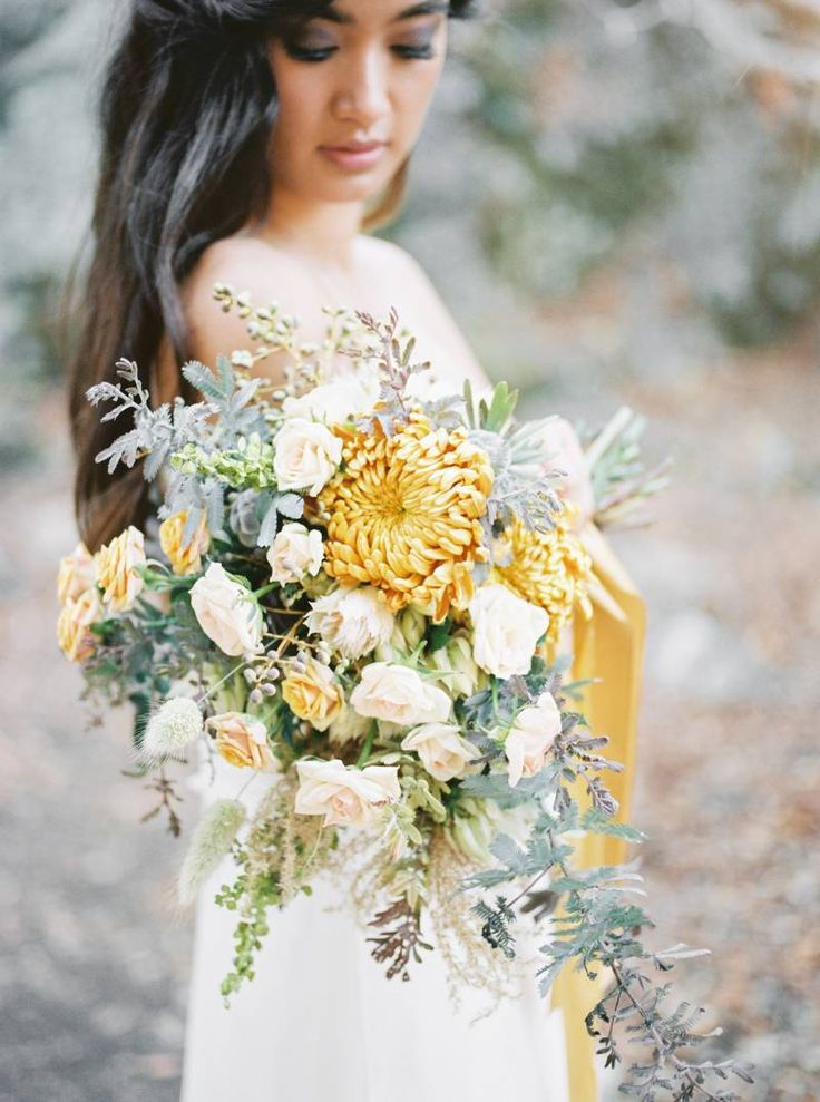 Why not yellow and gold for your bridal bouquet?  Warum nicht mal gelb und gold für den Brautstrauß?