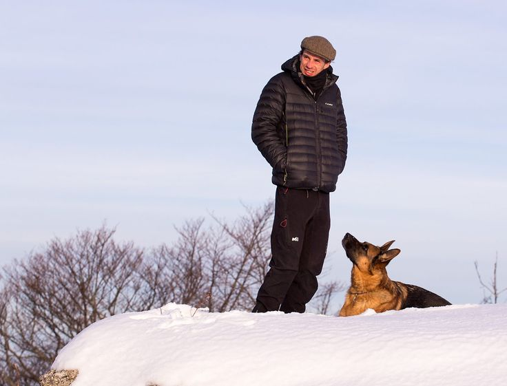 Hunde sind eine Bereicherung für jede Familie - aber auch eine große Verantwortung. Lesen Sie Vorteile und Nachteile im Cleverly Experten-Interview.