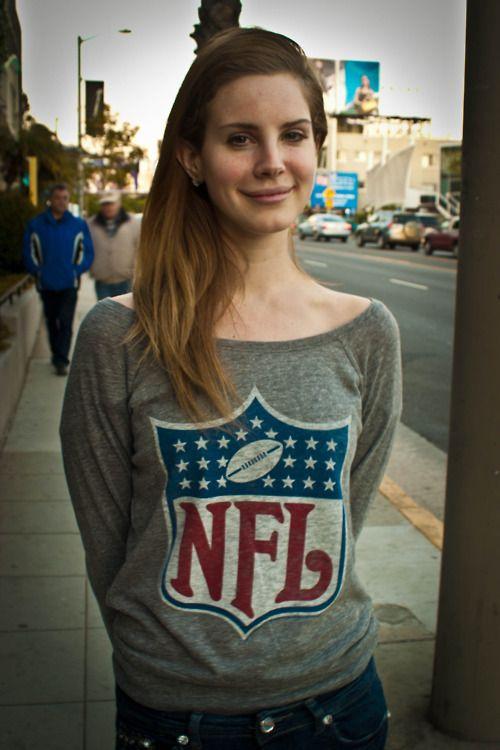 Lana Del Rey - No makeup still beautiful <3 Casual clothes