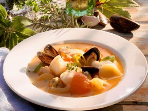 Zoals de zuidersevissoep aan de Vlaamse kust gemaakt wordt: met kabeljauw en garnalen