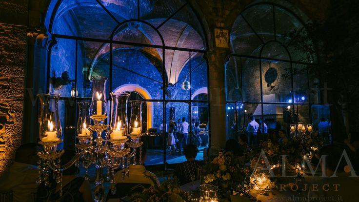 Photo Art Wedding Story - ALMA PROJECT @ Castello di Vincigliata - Loggia & Courtyard - DJ Set - Eva Console Black 150 - Double Small Light System + 2 Beam Roll Led White - smoke machine blue 387