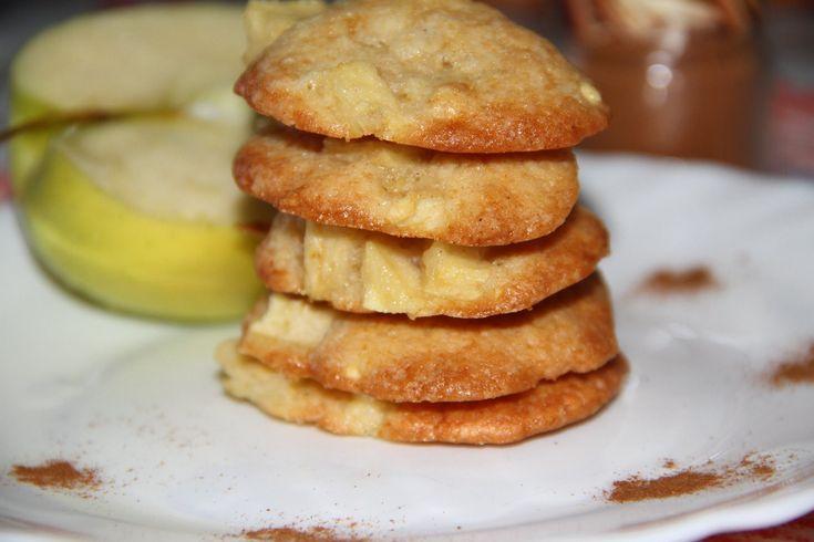 Biscuitii cu mere si scortisoara sunt moi, aromati si orice copil va fi incantat cand ii va gusta. Cand i-am facut cei mici nici n-au avut rabdare sa astep