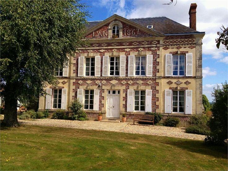A vendre chez Capifrance maison bourgeoise à Le Mele sur Sarthe.     Magnifique propriété au calme de 220 m², 8 pièces, 5 chambres et un terrain de 1.3 ha    Plus d'infos > Pascal Renard, conseiller immobilier Capifrance