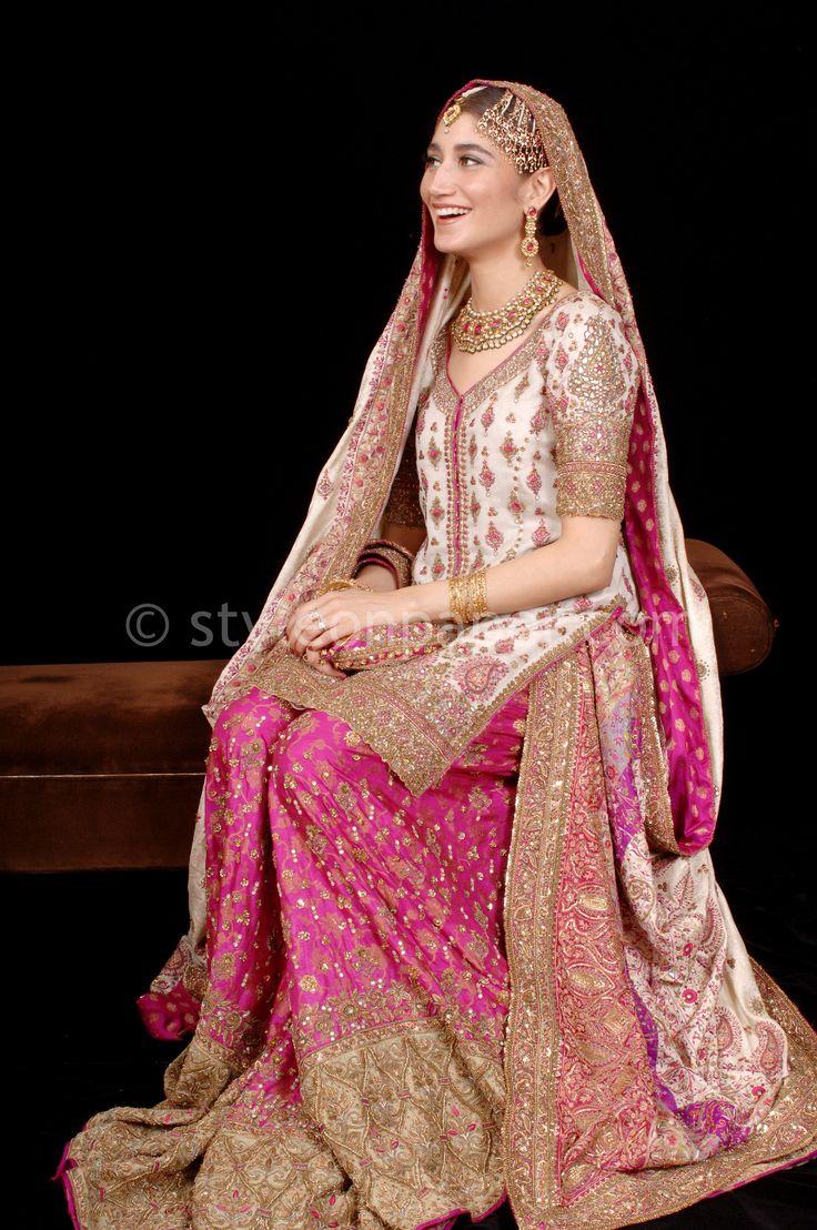 Meher wears a stunning custom made Bunto Kazmi. Pinned by Zartashia