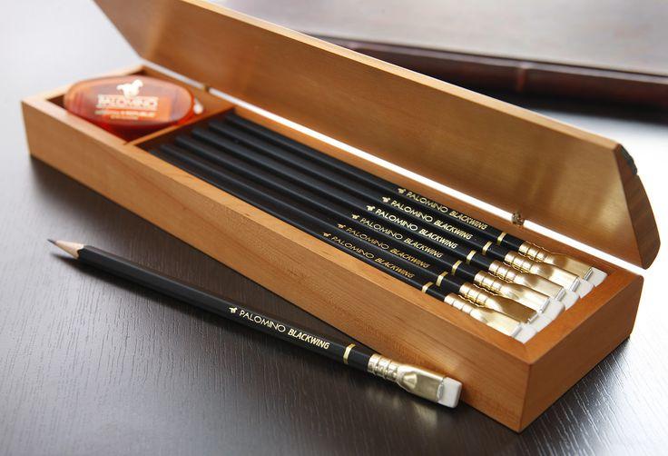 Así como muchas personas aseguran que Fabriano fabrica el mejor papel del mundo o que las libretas Moleskine son un aditamento perfecto, existe un lápiz de grafito que es objeto de culto de muchas …