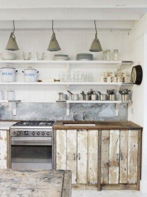 leuke keuken met steigerhout