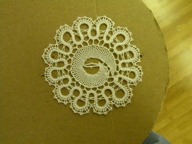 Very cool bobbin lace pattern