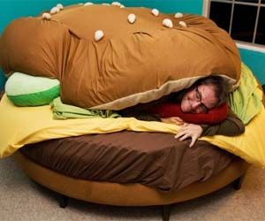 Cheeseburger Bed. I could so make it if my kid wanted one.