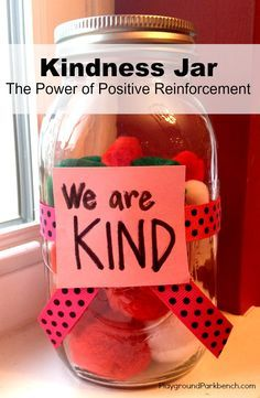 Teach children as young as toddlers the importance of kindness and discipline with the power of positive reinforcement through a Kindness Jar | Positive Parenting | Toddlers | Preschool |
