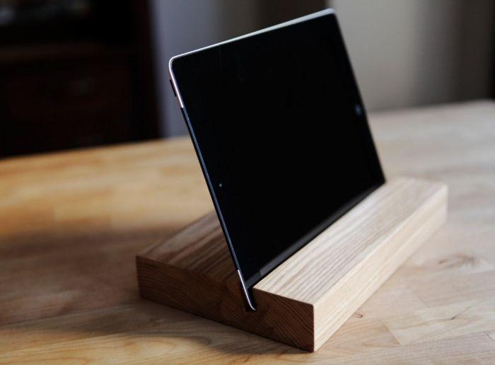 iPad Ständer-minimalistisches Design aus hellem weichen Holz