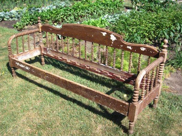 Antique Jenny Lind Porch Day Bed Up nort der cabin