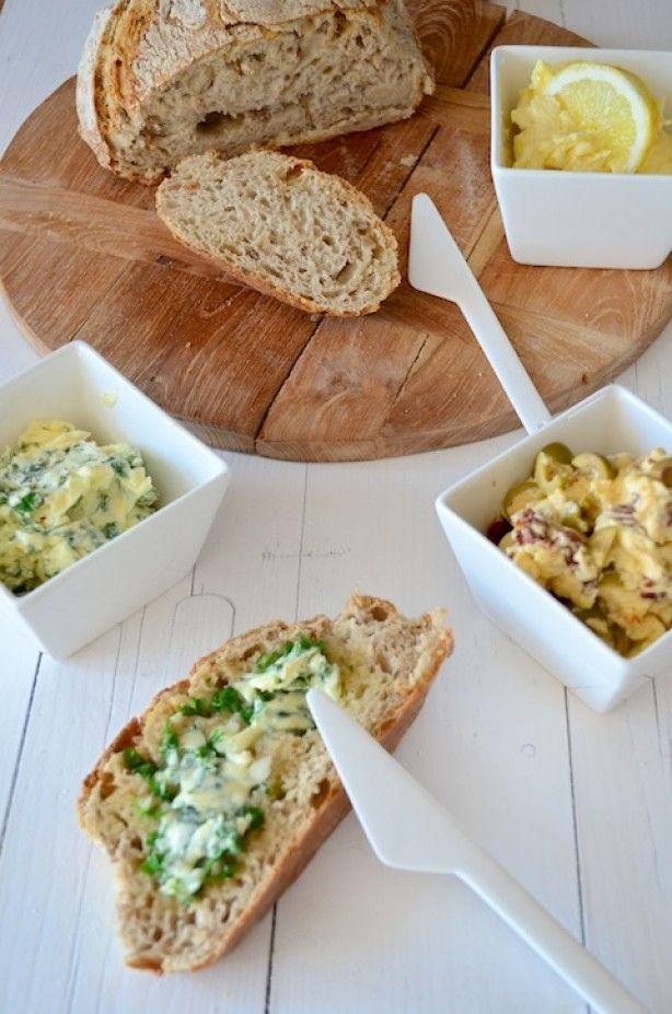 Zelf kruidenboter maken en 3 verschillende variaties. Citrus boter, knoflook boter en mediterrane boter.