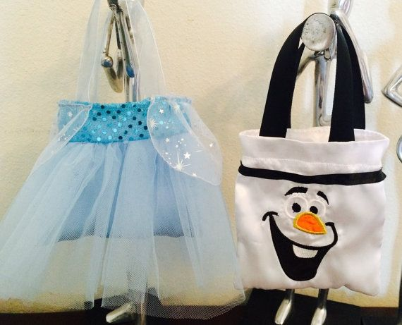 These Elsa Tutu and Olaf Embroidered Bags are perfect for Your Frozen themed birthday party. Bag size is 6x6 inches.  Price is per bag. You can mix and match.  Minimum order requirement of 8 bags. Please note that if you order less I may cancel your order.  Please contact me if youre interested in other design.