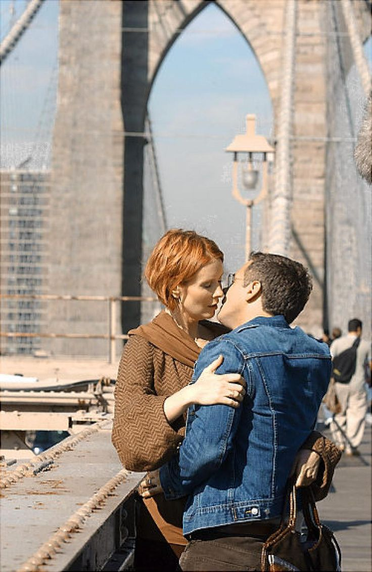 """Miranda Hobbs' and Steve Brady's relationship in """"Sex and the City"""" may not be the stuff epic romances are made of, but the on-and-off couple sure know where to pick a spot kiss and make up: in the middle of the Brooklyn Bridge.  But not all New York love stories end so happily ..."""