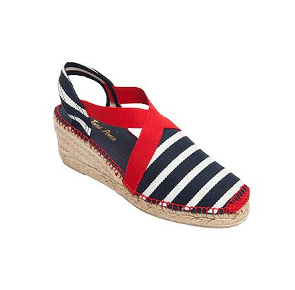 TARBES es un modelo de alpargata extremadamente cómodo. Las tiras de goma cosidas a la tela otorgan una sujeción del pie excepcional. Las telas rayadas en diferentes colores dan alegría y un toque de diversión al calzado. Un súperventas de nuestra tienda.
