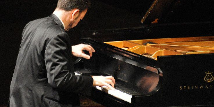 How do musicians master memorization? It involves practice, but not in the way you might expect: