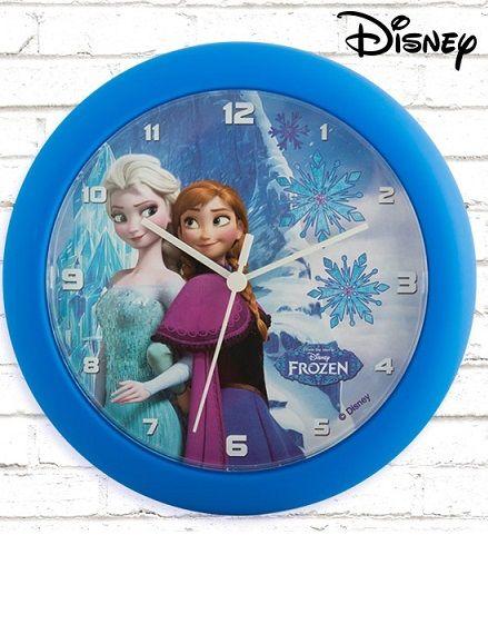 Anna és Elsa kalandjait élheted át újra és újra ezzel a csodaszép, faliórával, ahonnan maguk a csodálatosa testvérek mosolyognak le rád! Együtt lehetsz lélekben Kristoffal és hűséges rénszarvasával, Svennel és a mókás, Olaf nevű hóemberrel is. A falióra 1 db AA elemmel működik. Gyerekszobába ajánljuk.