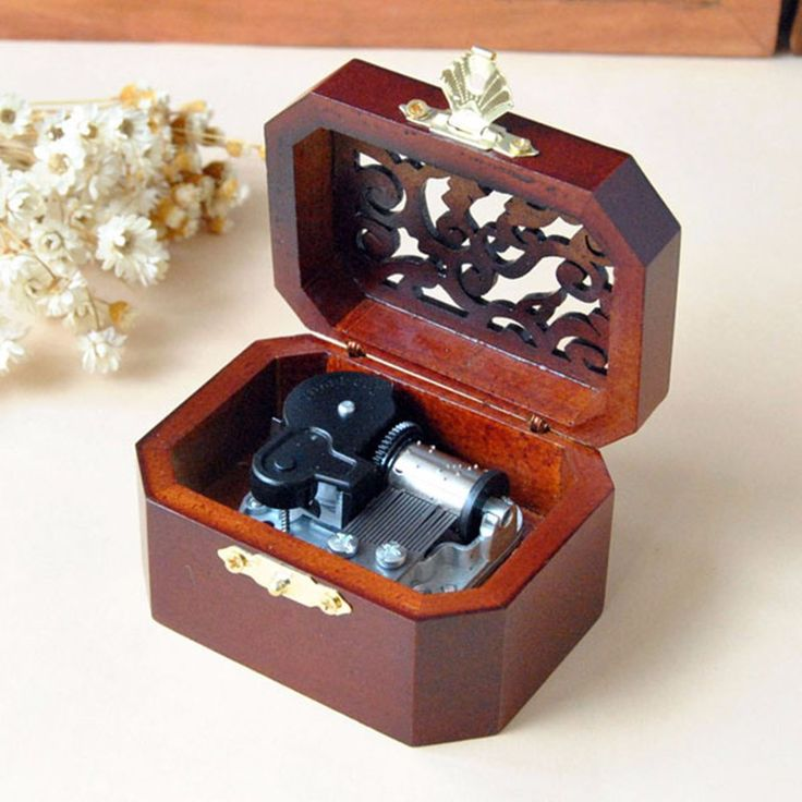 Hot ! Vintage Hollow Pattern Clockwork Type Music Box Hand Cranked Music Box Wooden Musical Box Jewel Crafts CASTLE IN THE SKY