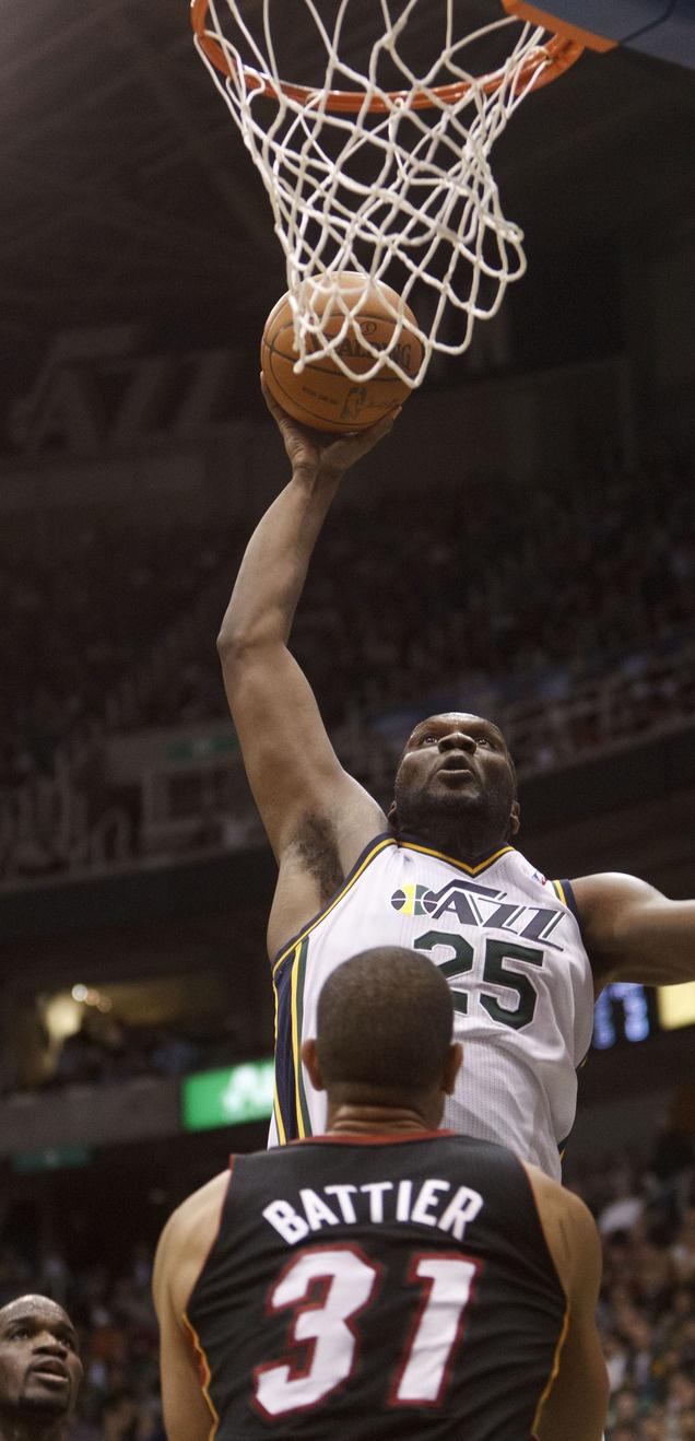 Al Jefferson dunks the ball over Miami's Shane Battier.
