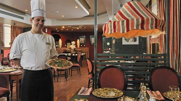 La Scala es un buen restaurante italiano situado en planta baja del Hotel Meliá Habana, justo al lado de la piscina y rodeado de zonas verdes.  La amplia carta y el excelente servicio lo convierten en un lugar ideal para almorzar en un ambiente elegante, alejado del bullicio de La Habana. #lahabana #cuba #restaurantes #paladares