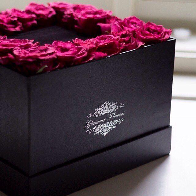Nový flowerbox GENTLE GRAND již k objednání - 20 ks růží obklopující černý semišový podstavec, na který můžete umístit dárek nebo milé přání #kvetinarstvipraha #kvetinarstvi  #kyticeruzi #ruze #czech_world #pragueboy #dorucenikvetin #dorucenikvetinpraha #czechfitness #czechrepublic #czechgirl #czech_insta #svatba #glamourflowers #czech #czechgirls #czechcouple #zlasky #czechrepublic #kvetiny #prague #flowershopprague #darek #cz #kytice #czechmodel #flowerspraha #flowersdeliveryprague…