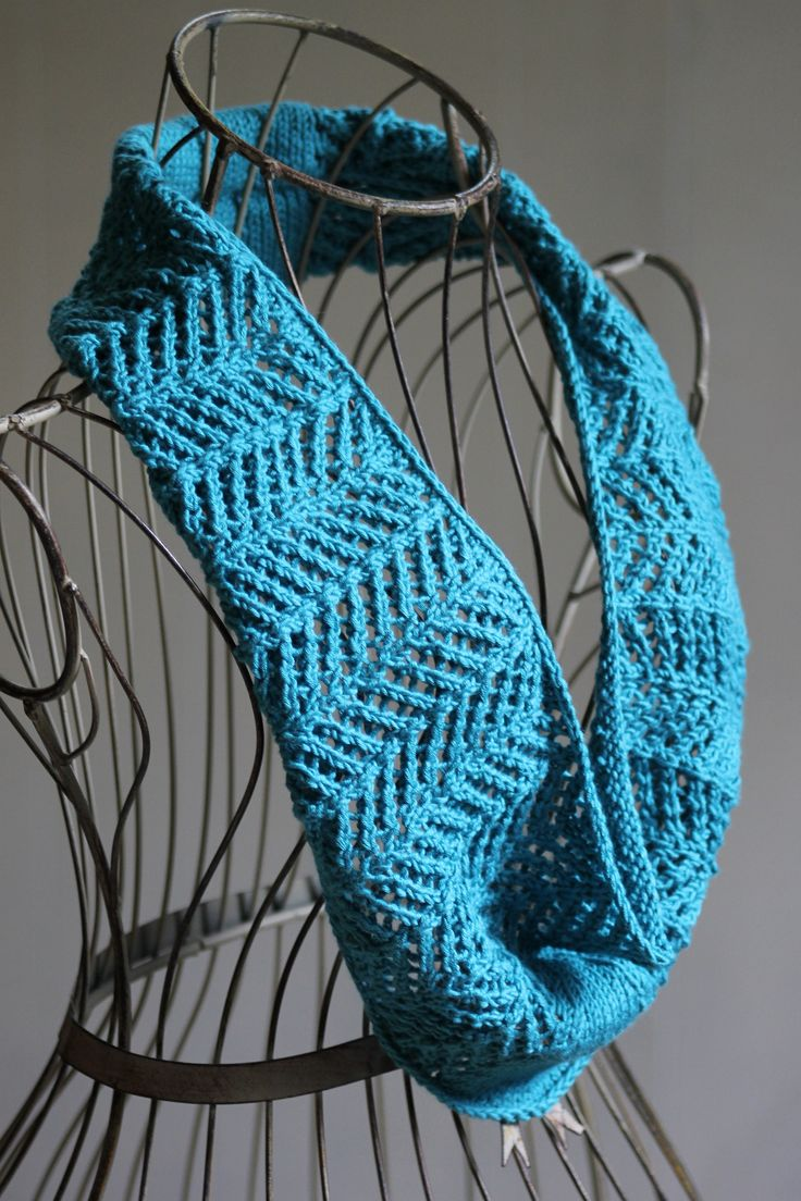 Free Knitting Patterns Neck Warmers Cowls : 17 Best images about Neck knits on Pinterest Cowl patterns, Stitches and Yarns
