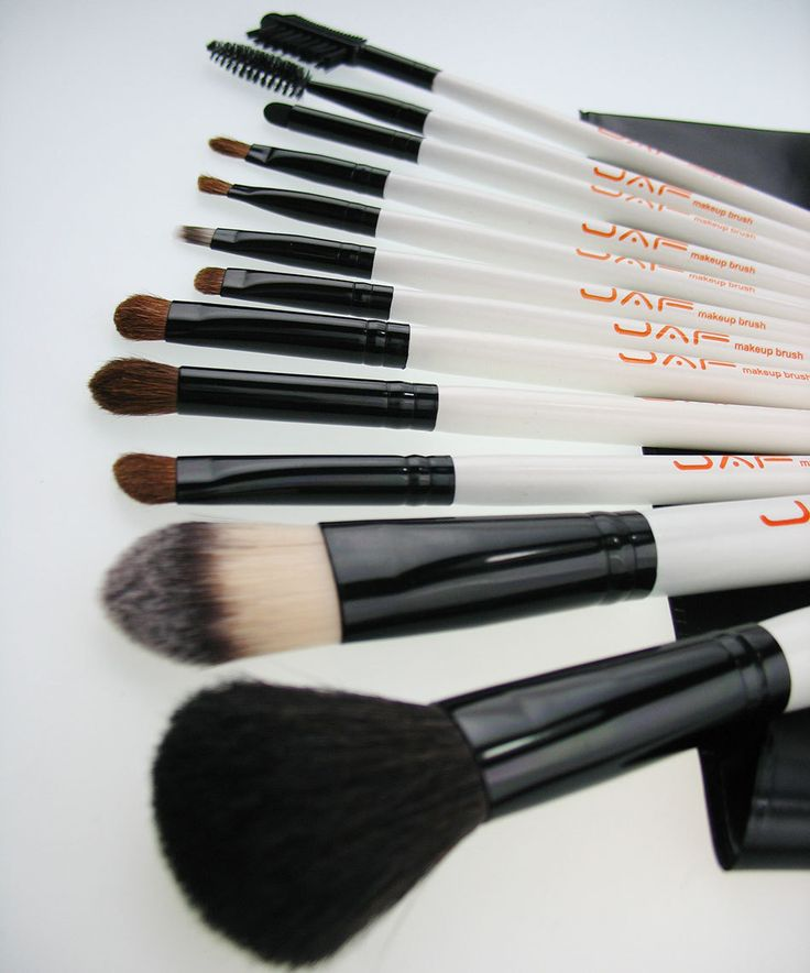 Name: 12-PCS Cosmetic Make Up Brush Set Item #: J1201A Bristle: Natural/Animal Hair Ferrule/Barrel: Aluminum Handles: Wood Pouch: Leather Size: 18×10.5cm PACKAGE CONTENT: 1 Set of Make Up Brushes