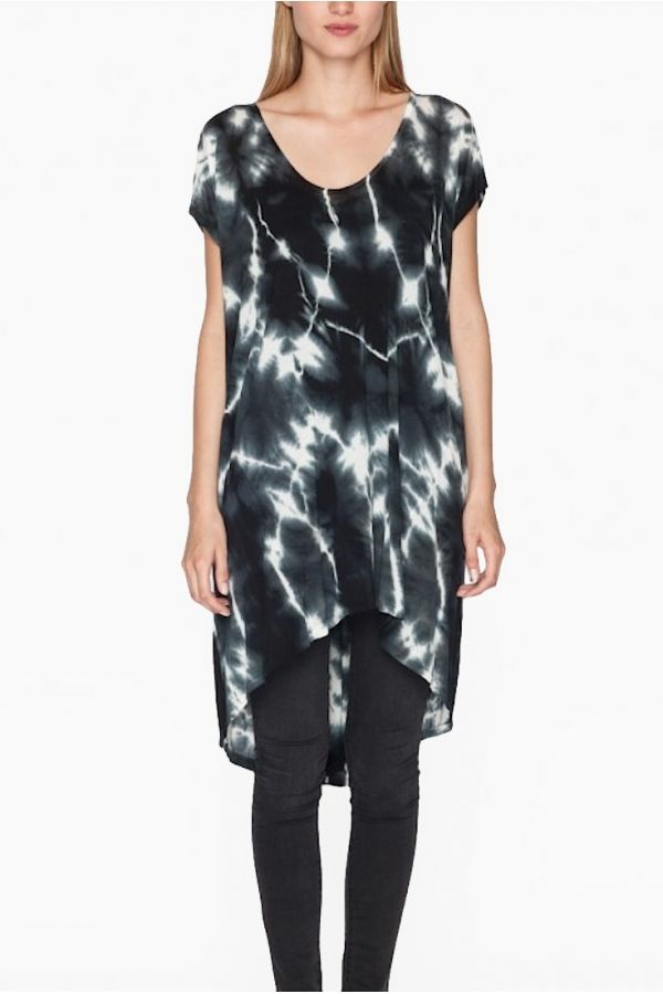 ABRIE HiLo Tunic from Pete & Greta. Love the pop of black and white