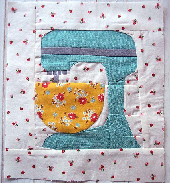 Paper piecingKitchen Aid Mixer, Paper Piece Quilt, Paper Pieced Quilts, Kitchens Art, Kitchen Art, Kitchenaid, Quilt Blocks, Sewing Machine, Kitchens Aid