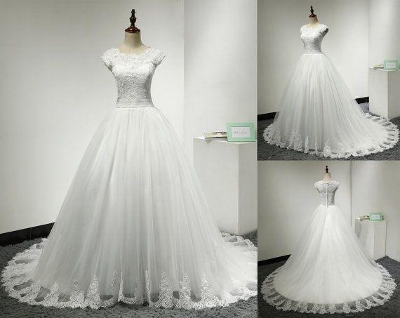 Lace Ball Gown bruiloft jurk Lace gedekt terug Cap mouw geschulpte hals bescheiden mooie Bridal Wedding Gown