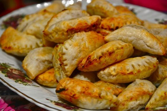#Vegan Potato and Cauliflower Samosas #vegetarian #pescetarian: Potatoes Cauliflowers, Vegan Recipe, Yummy Food, Yummy Vegetarian, Vegan Samosas, Vegie Head, Vegan Potatoes, Potatoes Samosas, Cauliflowers Samosas