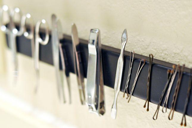 HOW TO: Je huis opruimen met 15 opbergtips Monteer een magneet en plak alles wat er aan kleeft er tegen
