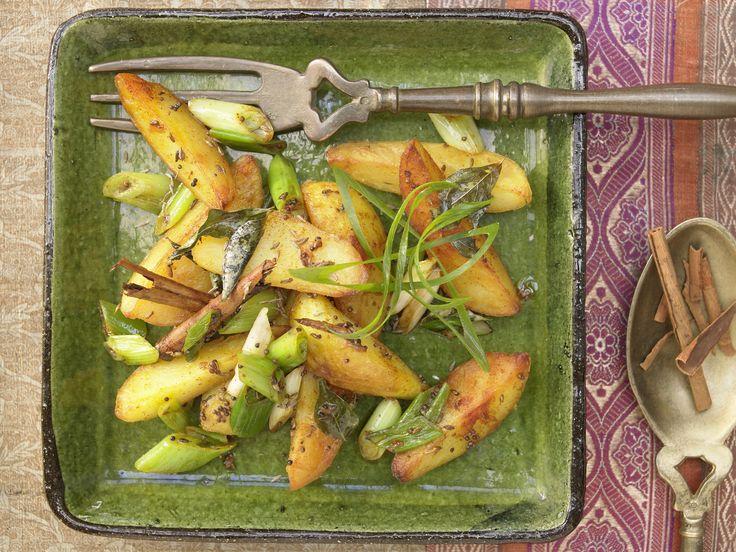 Scharfe Sache: indische Kartoffeln - mit Frühlingszwiebeln, Curryblättern und Kreuzkümmel | Kalorien: 250 Kcal - Zeit: 45 Min. | eatsmarter.de