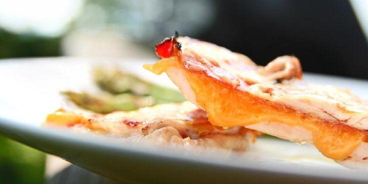 Banket kylling med cheddar og skinke - Dette er en genial måte å banke litt smak inn i kyllingen på.