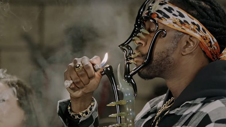 Rapper 2 Chainz samples half a million dollars worth of weed, bongs and dabs, and takes what might just be the most epic hit of all time.
