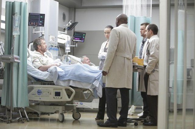 Still of Omar Epps, Peter Jacobson, Hugh Laurie, Jesse Spencer and Olivia Wilde in House M.D. (2004)