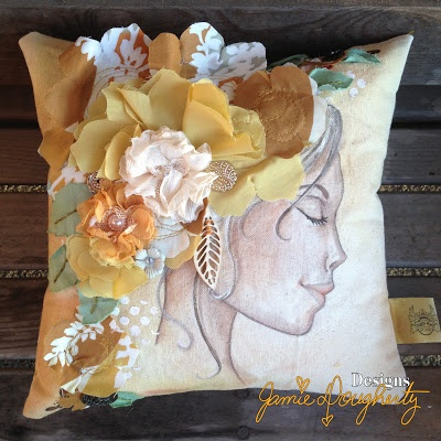 jaylynnscraps Mixed Media class teaching at Chic(k) Art Soiree. Home Decor Prima marketing Jamie Dougherty