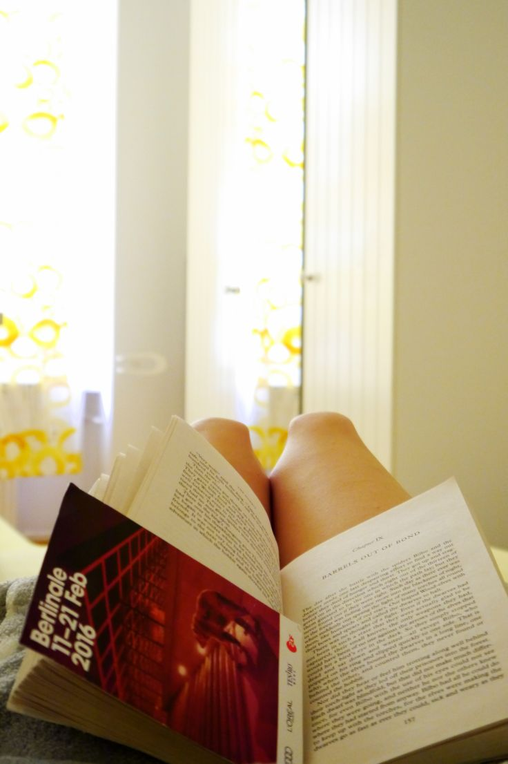 Book Reading Relaxing Morning Weekend Bed Lifestyle Autumn in Berlin Blog