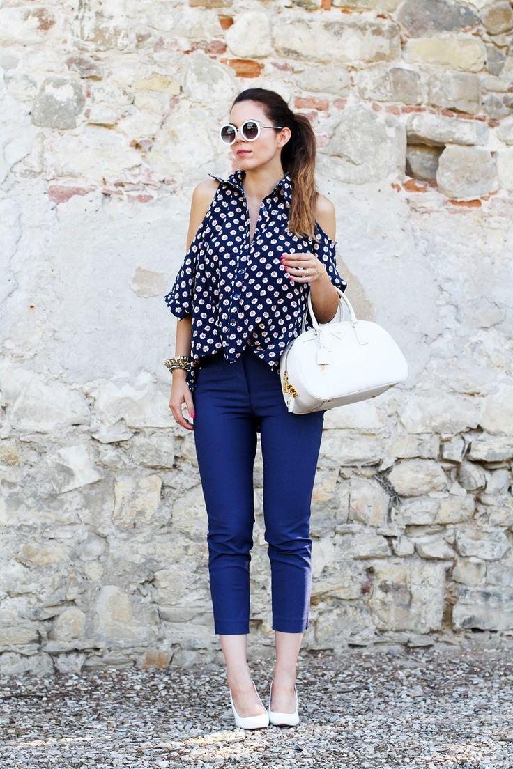 #fashion #fashionista @Irene Colzi pantaloni capri e camicia fantasia con spalle scoperte abbinati a zeppe bianche e occhiali da sole asos 6