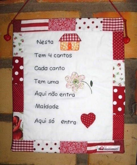 Panô em patchwork com quadrinha popupar bordada à mão. Decora sua cozinha ou um cantinho especial da sua casa! R$ 35,00