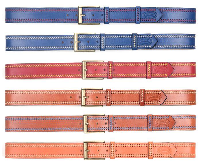 Cinturones de colores bordados a mano con hilo encerado.