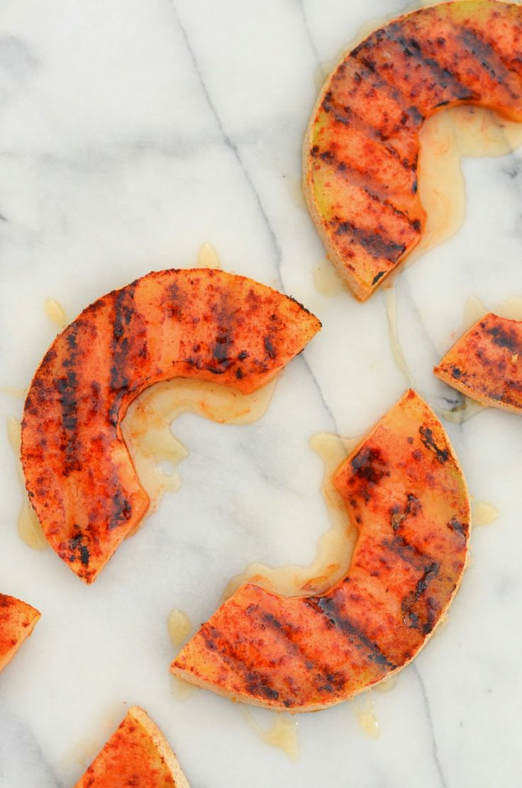 Sweet + Spicy Grilled Cantaloupe with smoked paprika & honey via @lucismorsels An easy and yummy side dish you can throw on thee bbq! #vegetaroam #gf