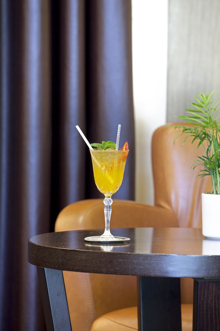 After spending hours of exploring #Thessaloniki, you deserve a refreshing drink at the #Baroque #Bar of #Lazart #Hotel!