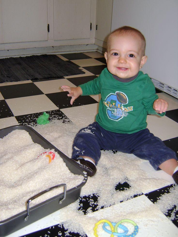 Rice Sensory Bin {Playing With Baby, Day 1} - finddailyjoy.com 20 dae se aktiwiteite
