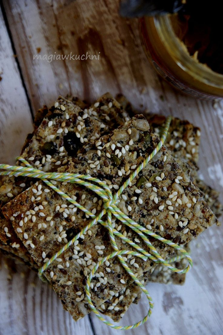 Crispy biscuits with couscous porridge / Chrupiące pieczywo z kaszki kuskus . http://magiawkuchni.blox.pl/2015/03/Chrupiace-chlebki-z-kuskus.html