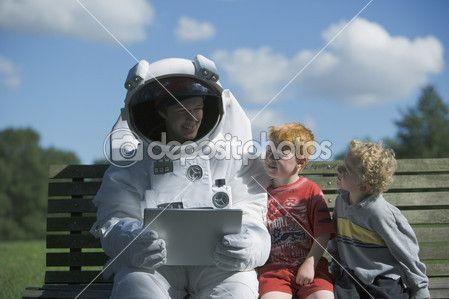 astronauta mówić do dzieci — Obraz stockowy #13233902